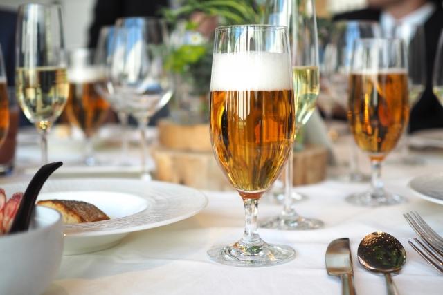 ダイエット中でもお酒を飲んでOKの理由 気にするべきはお酒より〇〇